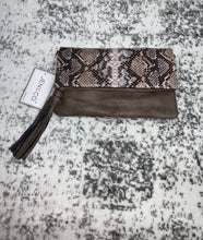 Load image into Gallery viewer, Jen&Co. Snakeskin Clutch