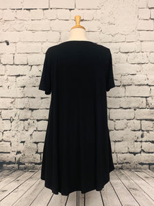 Zenana plus size short sleeve tunic with pockets black