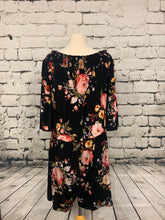Load image into Gallery viewer, Plus Size Black Floral Romper