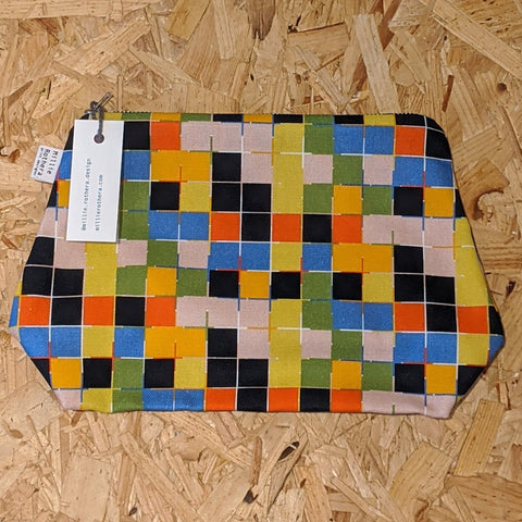 Grid patterned pouch