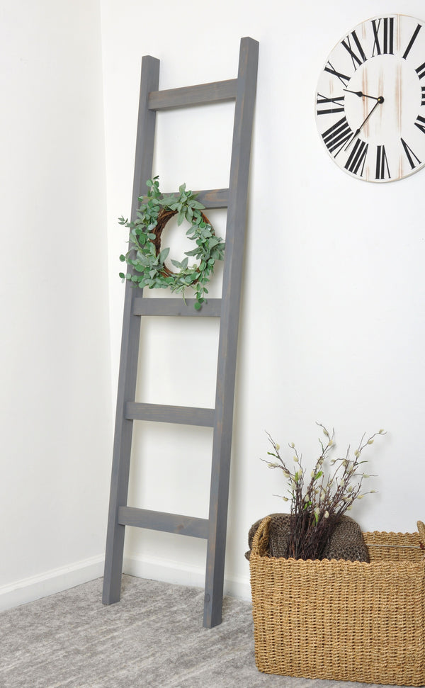 Weathered Wood 6ft Blanket Ladder & Faux Wreath Set