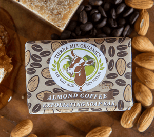 almond_coffee_with_honey_and_nuts