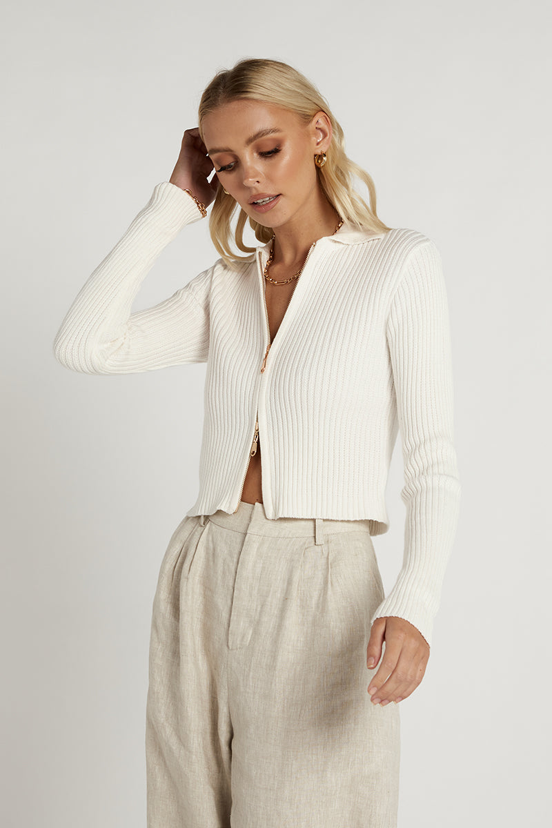ESSENTIAL WHITE ZIP FRONT KNIT