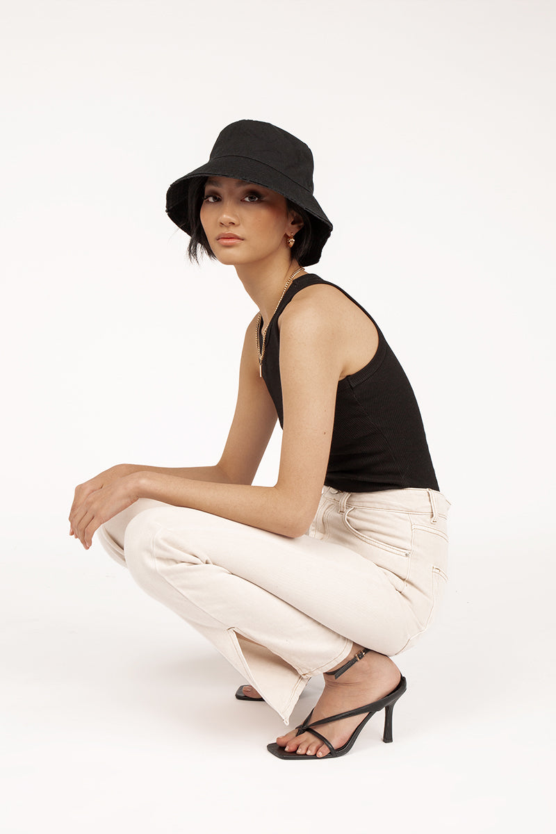 LARA BLACK BUCKET HAT