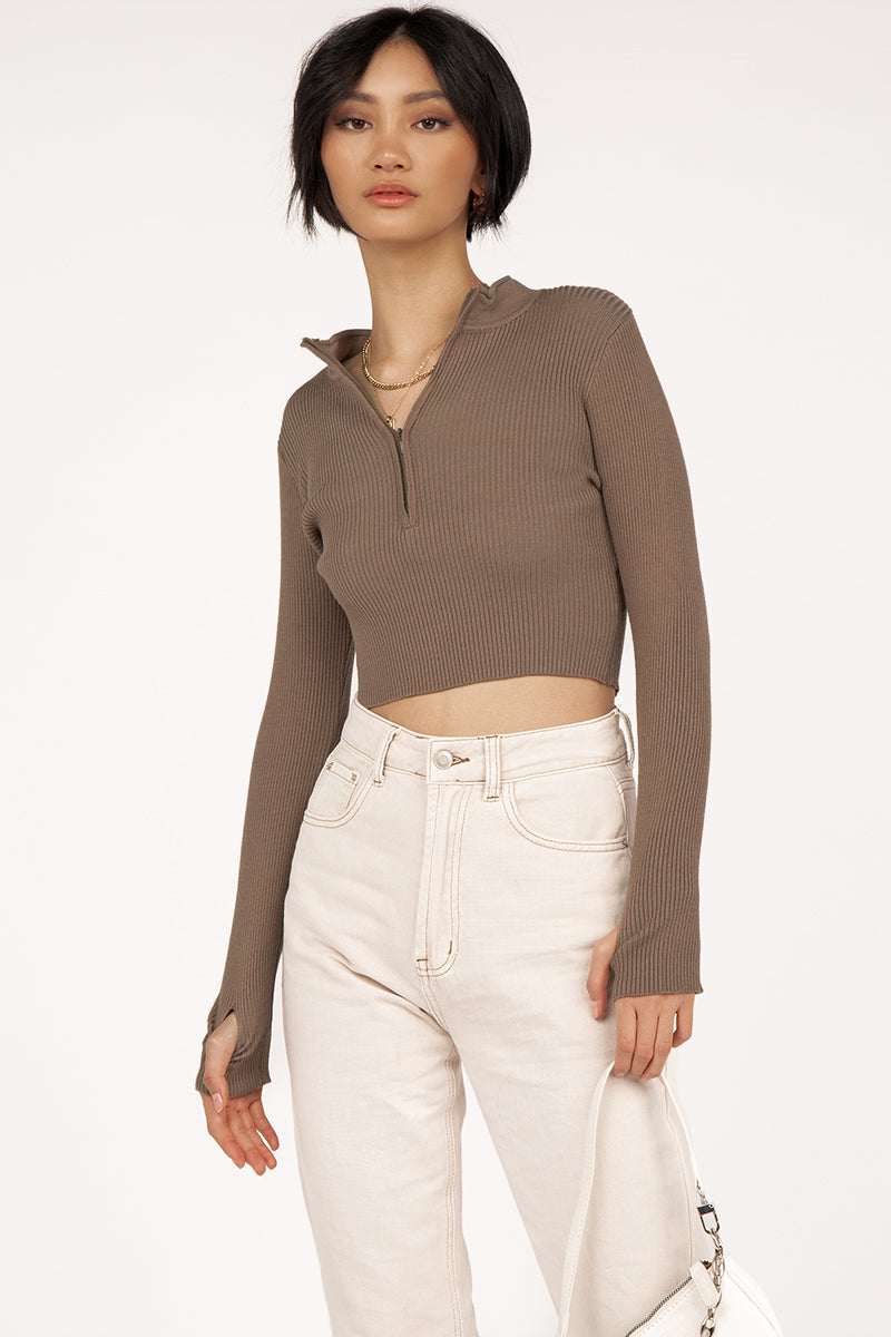 MINUTES CHOC ZIP FRONT KNIT TOP