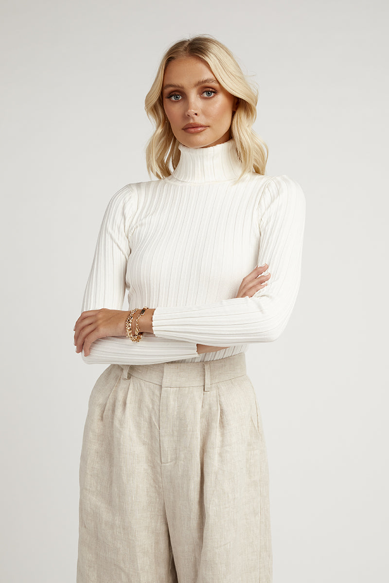 MODEL WHITE LONG SLEEVE KNIT TOP