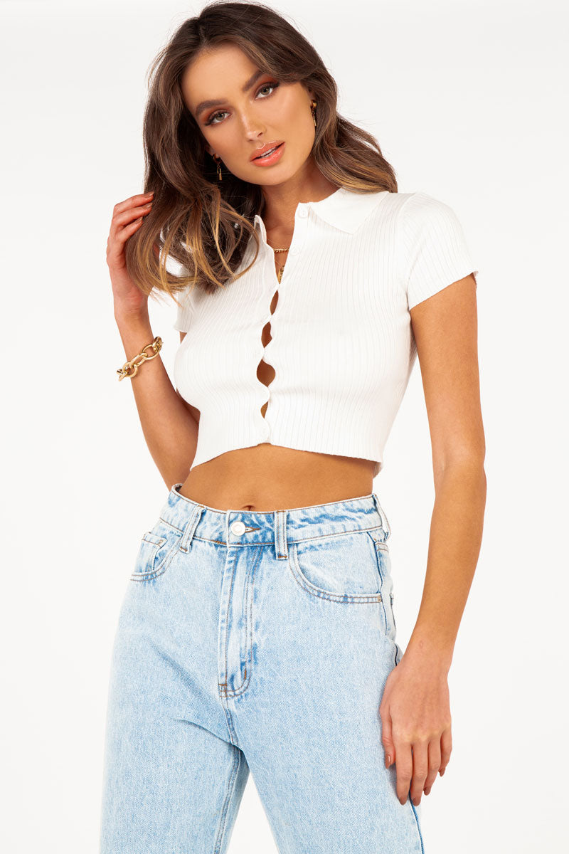THE BOSS WHITE COLLAR KNIT TOP