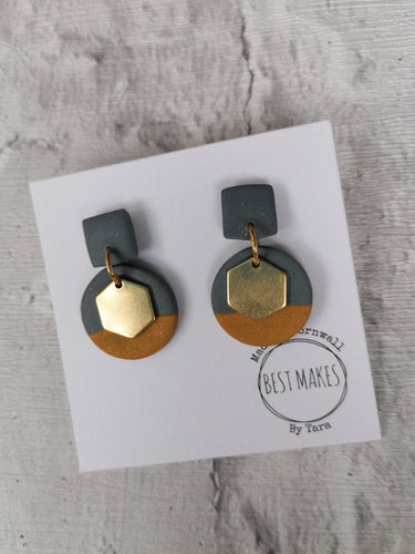 Grey and mustard hexagons
