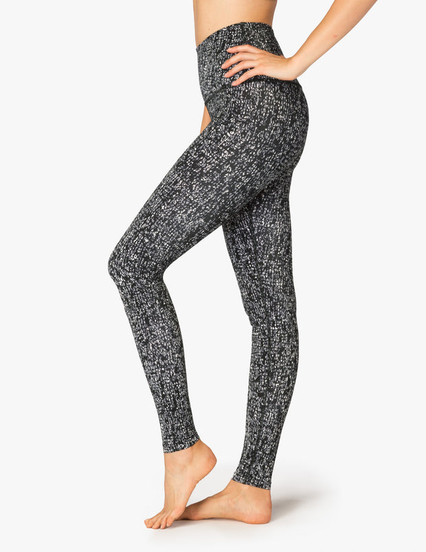 Lux Lapping Triangles High Waisted Long Legging