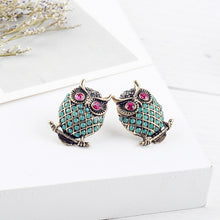 Load image into Gallery viewer, Exquisite Crystal Stud Earrings