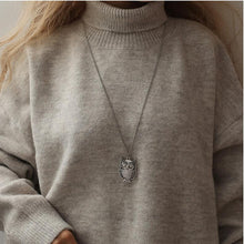 Load image into Gallery viewer, Retro Sweater Necklace