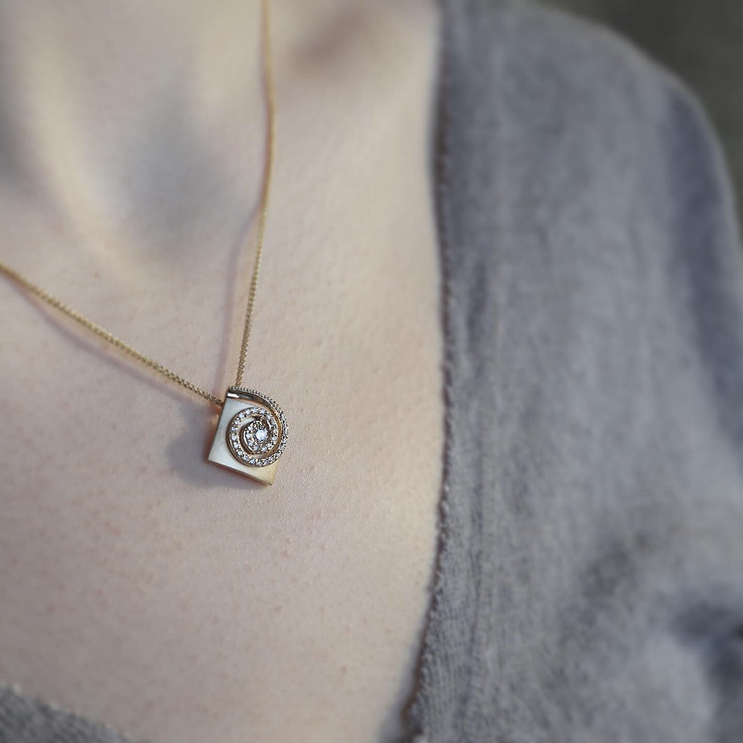 Swirl diamond textured gold pendant