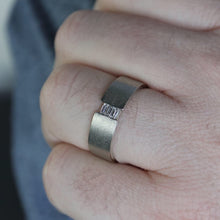 Load image into Gallery viewer, Baguette Ring in Natural White gold