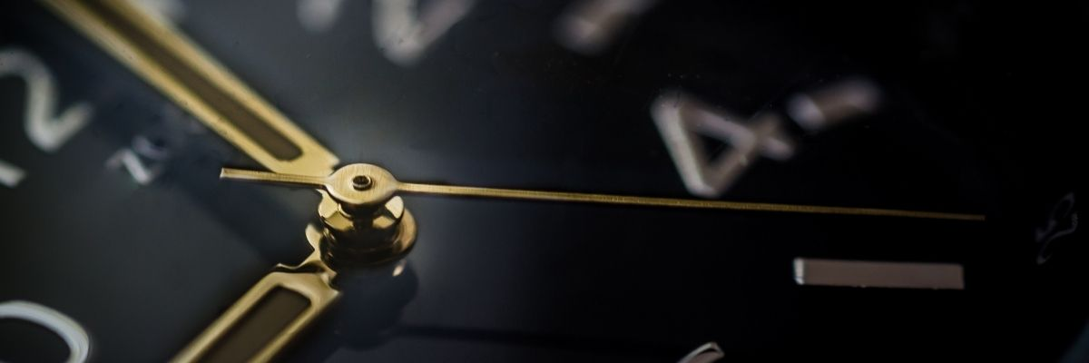 gold_and_black_clock