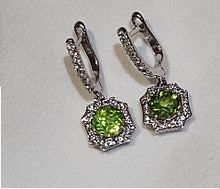 Load image into Gallery viewer, Sterling Silver Split Shank Peridot and White Topaz Ring
