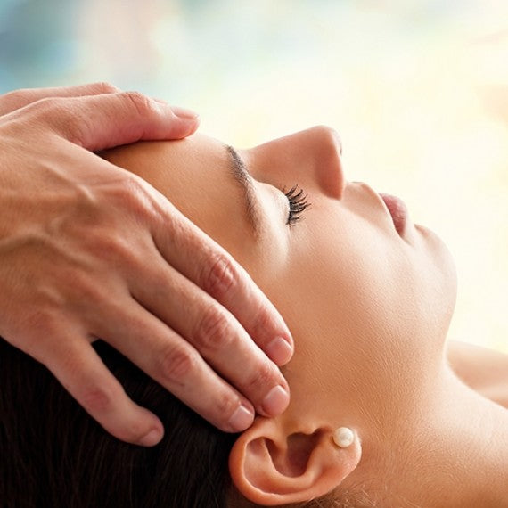 MASSAGE SENSITIF DU CUIR CHEVELU