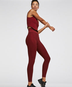 Seamless gym leggings and tank top