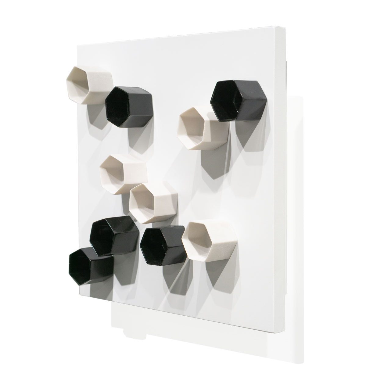 Wall Play™ Substrate White w/ Beehive Black & Cream
