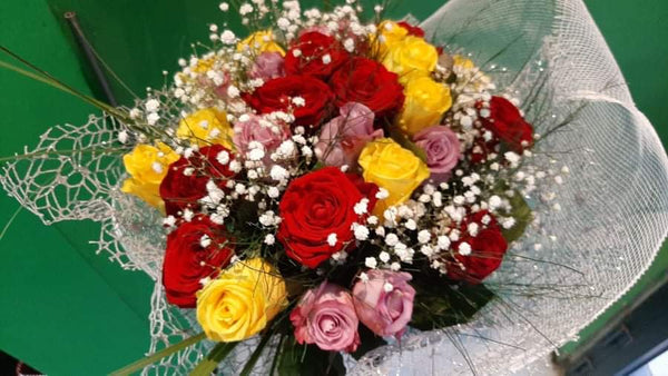 The Supermix (20 roses - Any rose colour including vase)