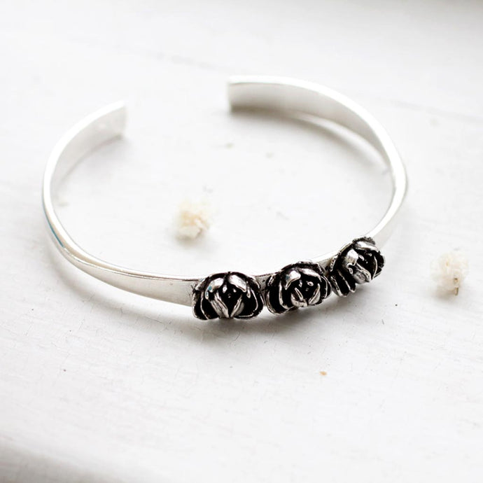 Three Rose Bracelet Made by Ivry Belle Jewelry / Three Rose Bracelet