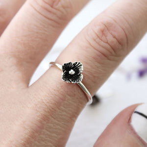 single flower ring on hand