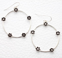 Load image into Gallery viewer, sterling hoop dangle earrings with daisy flowers