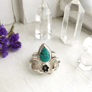 Turquoise Ring with Daisy Made by Ivry Belle Jewelry / Turquoise Ring