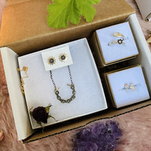 Load image into Gallery viewer, Lucky Horseshoe Parcel / Gift Box made by Ivry Belle Jewelry
