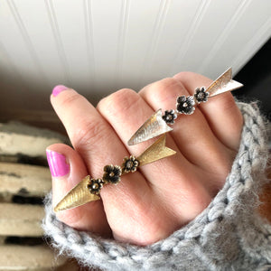 Daisy Harpoon Ring / Daisy Harpoon Ring Made by Ivry Belle Jewelry