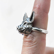 Load image into Gallery viewer, side view profile of a pig's face on a ring