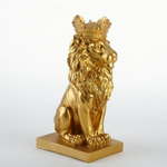 Statue de lion en or decoration.