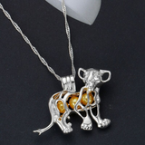 Collier le roi lion.