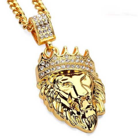 Collier tete de lion en or avec diamant.