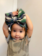 Load image into Gallery viewer, Camo Cuteness Bow