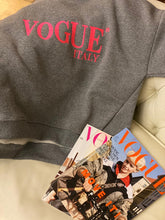 Laden Sie das Bild in den Galerie-Viewer, Sweatshirt VOGUE