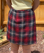 Load image into Gallery viewer, Vintage Eddie Bauer  100% Wool Wrap Skirt Size 6
