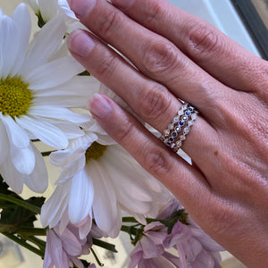 Vintage style scalloped diamond band