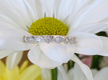 Load image into Gallery viewer, Vintage style scalloped diamond band
