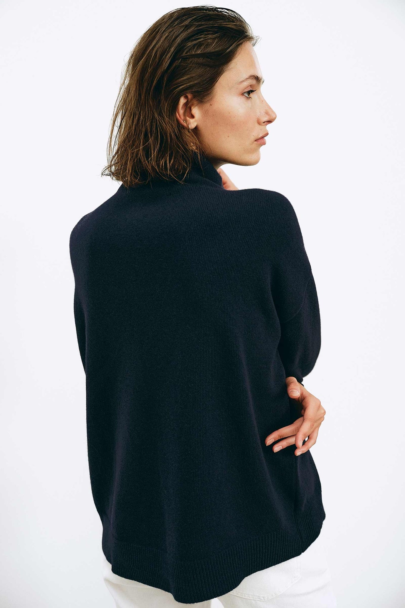 Luna Navy Sweater - Les Goodies