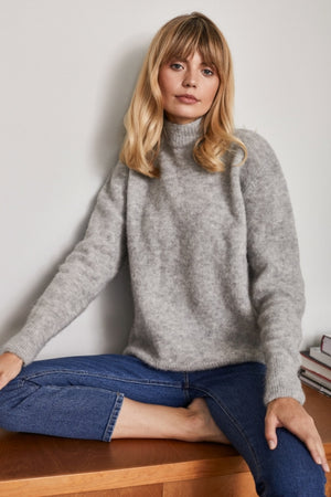 Classy Alpaca Turtleneck Sweater - Les Goodies