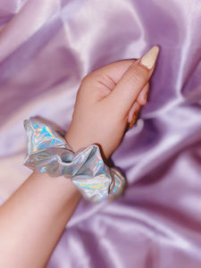 Holographic scrunchie