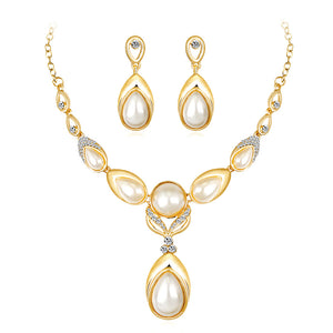 Pearl and Crystal Diamante Necklace and Earrings Set