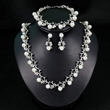 Load image into Gallery viewer, pearl crystal necklace set