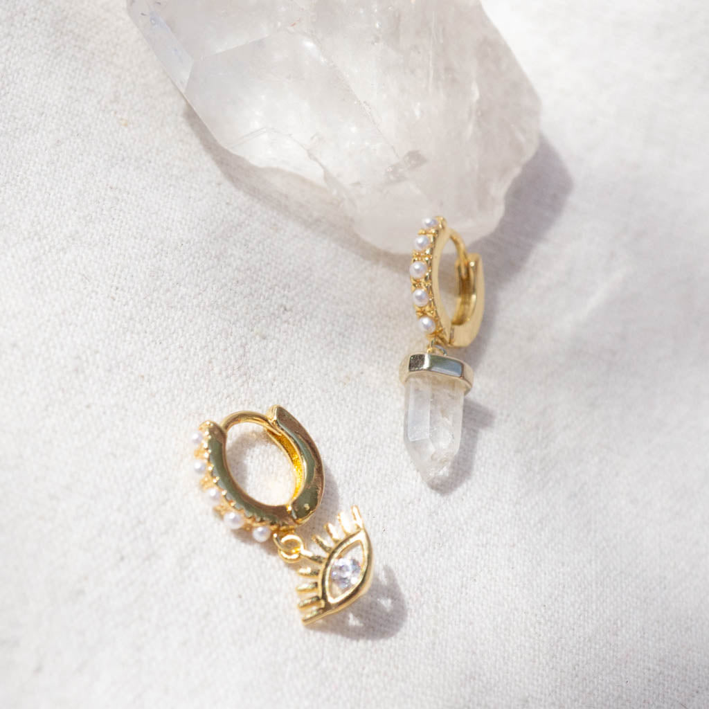 Pearl mini hoops with quartz