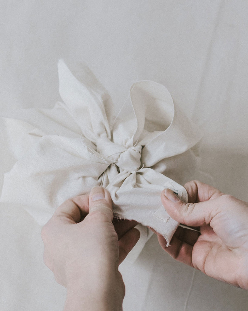 Gift wrapping with fabric – using the Japanese Furoshiki technique