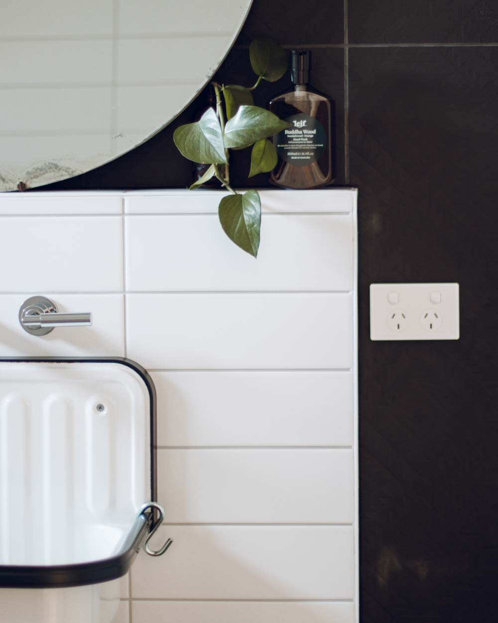 Bathroom details in the Slow Drift