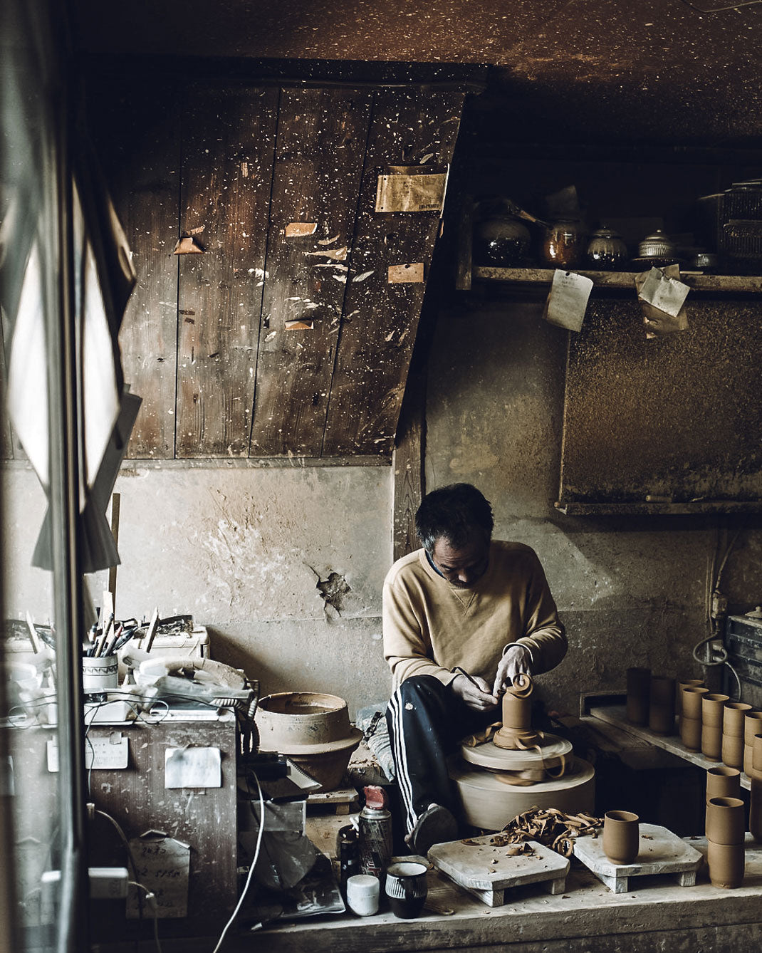 Making pots on a pottery wheel in the Onta pottery village