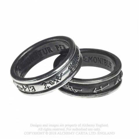 Demon-black-&-angel-white-rings-1_SE6W5Q11EK84.jpg