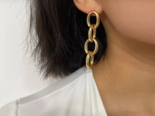 Load image into Gallery viewer, Twisted Chain Drop Earrings