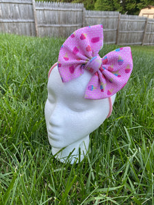 Baby bow in nylon headband